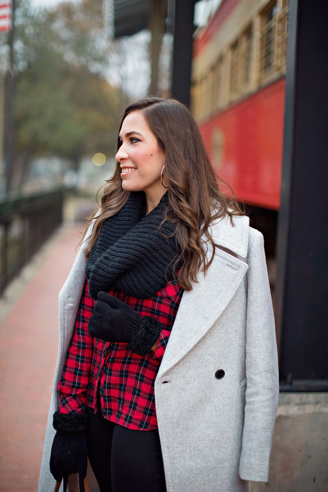 06cfe018b938 A-glam-lifestyle-blogger-Amanda -styles-black-infinity-scarf-red-black-buffalo-plaid-shirt-casual-holiday- outfit