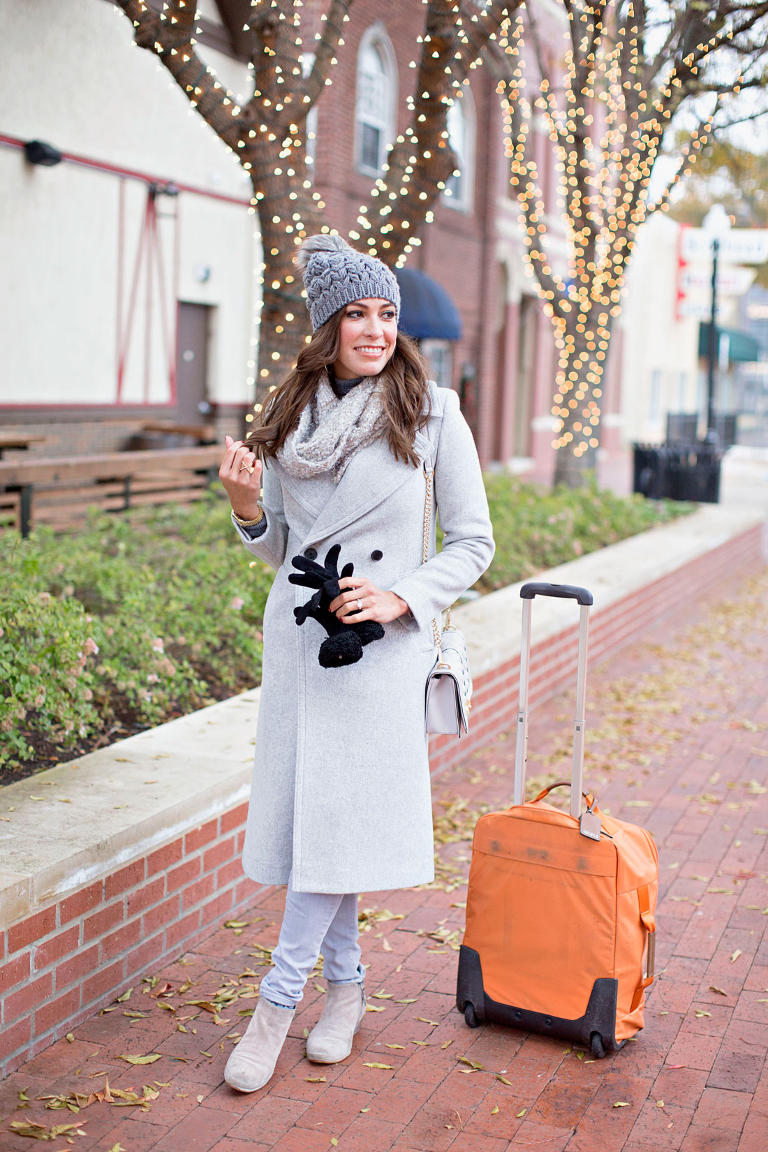 16f268e61 ... Amanda from A Glam Lifestyle blog shares what to wear when traveling  including a Club Monaco ...