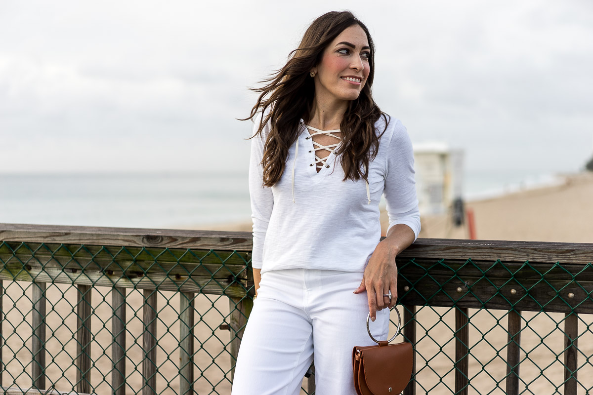 Amanda from A Glam Lifestyle blog wears Old Navy white lace up tee and carries Lulus tan top handle bag for a nautical themed look