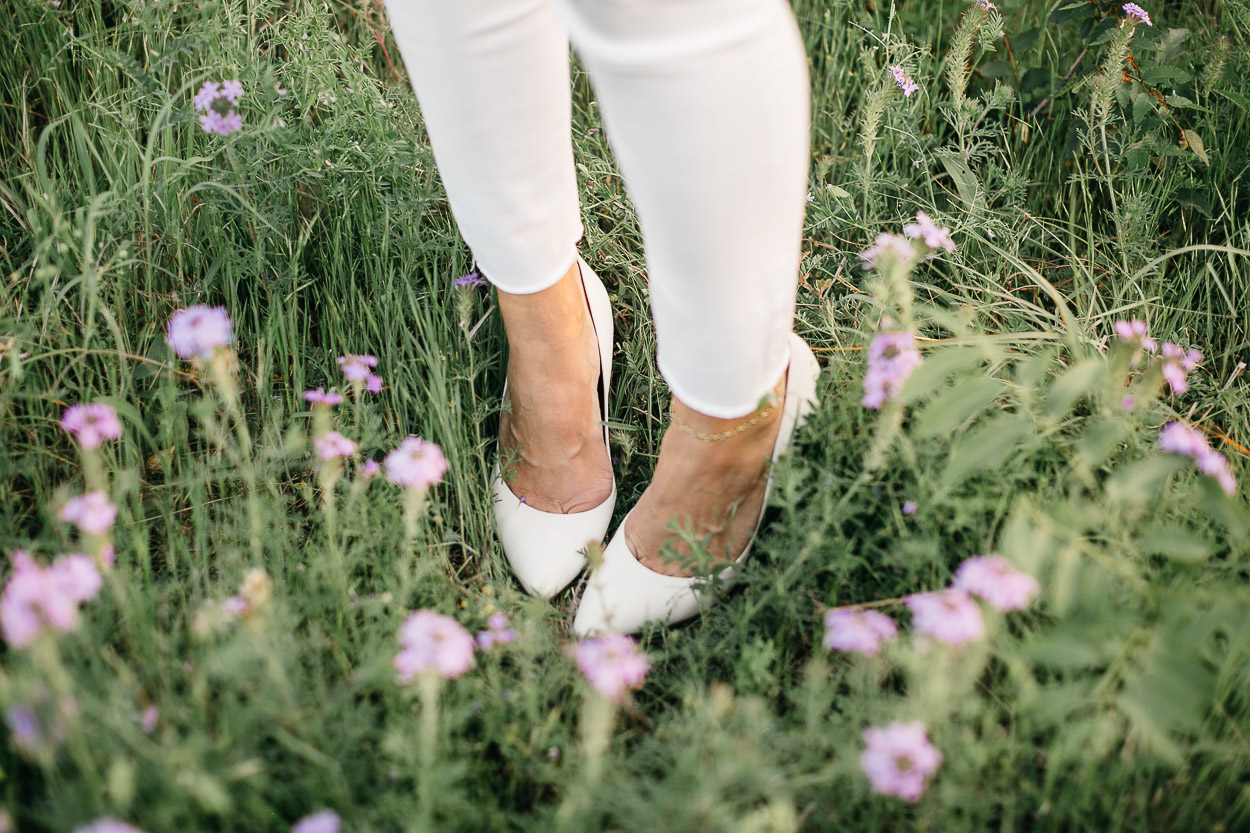 White pumps by Charles by Charles David worn by Amanda of A Glam LIfestyle blog at Arbor Hills Nature Preserve
