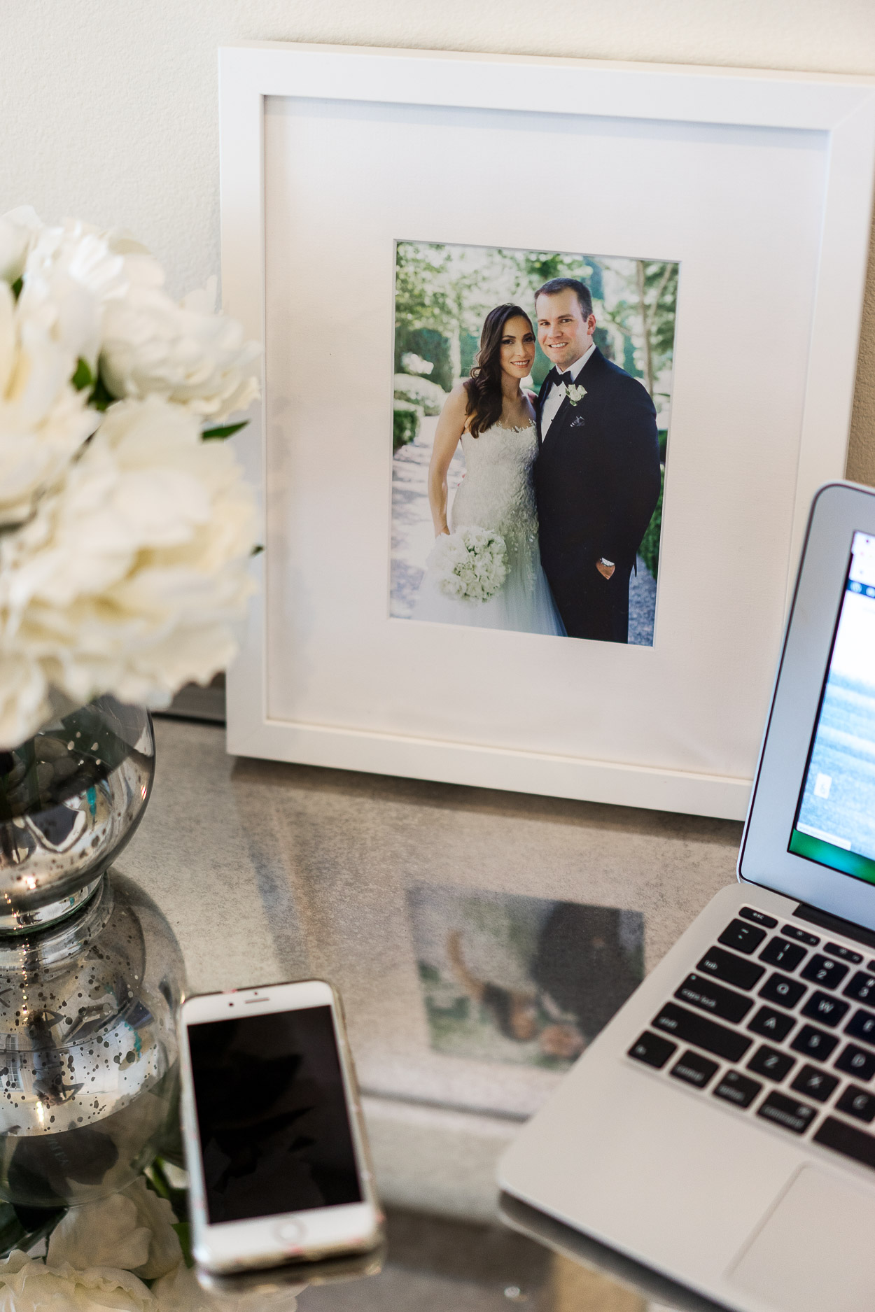 A Glam Lifestyle blogger styles the new Framebridge wedding collection at her home