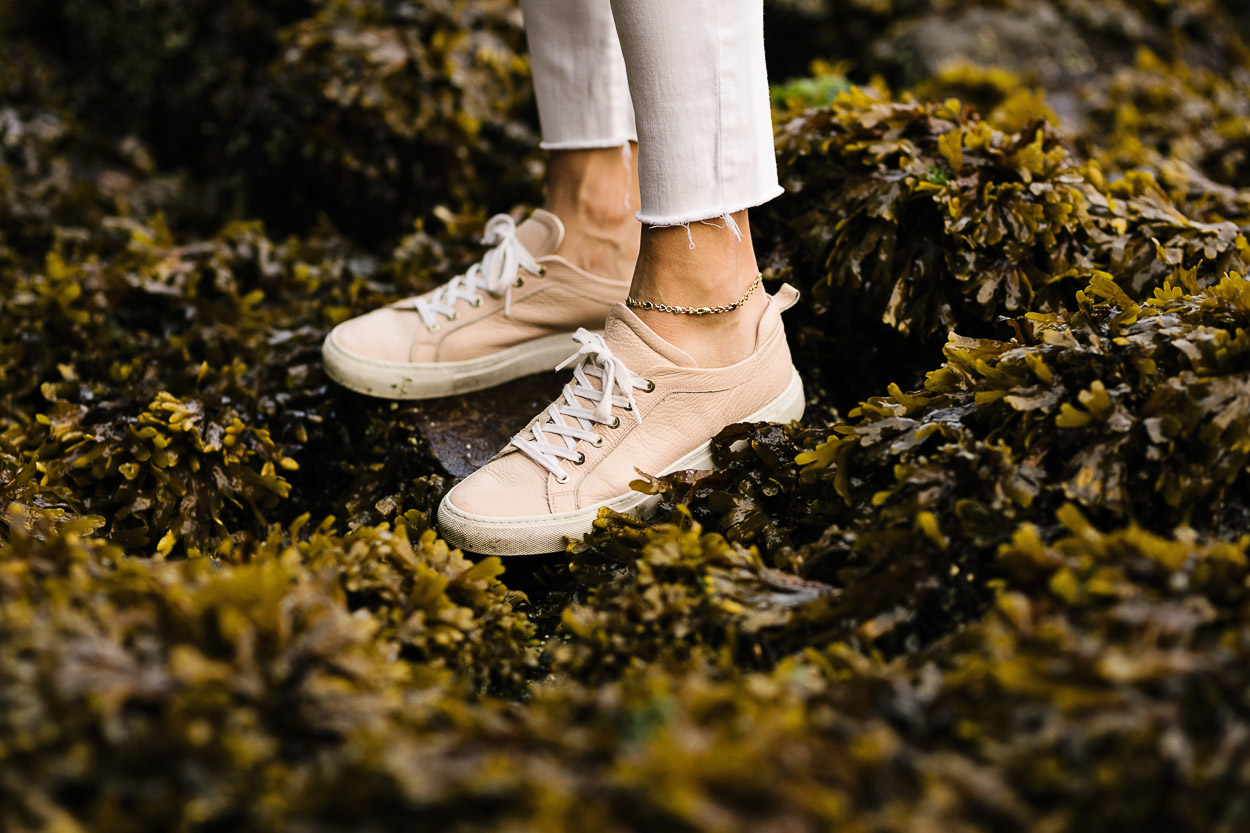 M Gemi Palestra sneaker is styled by A Glam Lifestyle blogger Amanda in Vancouver at Stanley Park